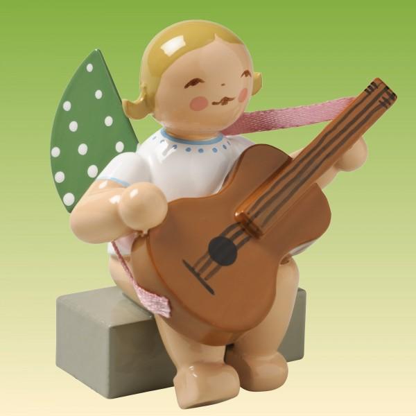 Engel mit Gitarre sitzend