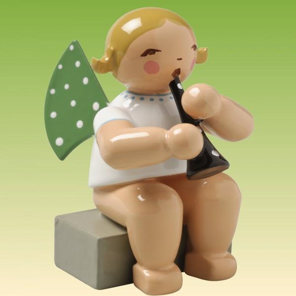 Engel mit Klarinette, sitzend