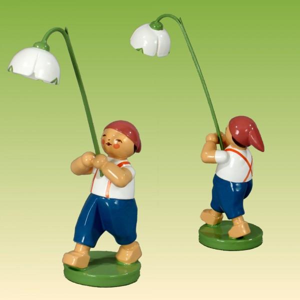 Blumenkind Junge mit Märzenbecher