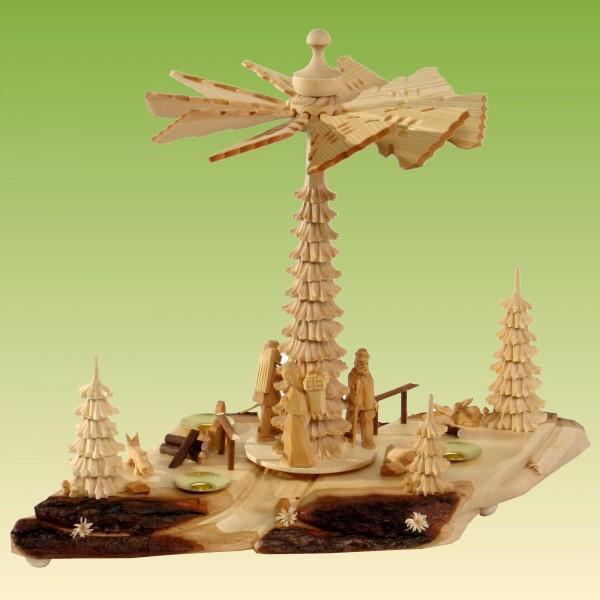 Waldwegpyramide mit Waldfiguren