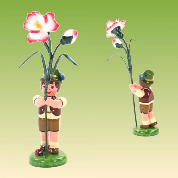 Blumenkind Junge mit Nelke